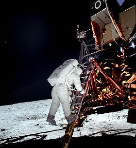 Vor 50 Jahren betraten erstmals Menschen den Mond. Die damaligen Apollo-Missionen haben uns wichtige Erkenntnisse erbracht. Doch es gibt noch viel zu erforschen und Wissenschaftler denken daher über eine Mond-Station nach. Bild: NASA