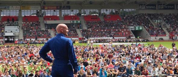 Die weltweit größte Wissenschaftsshow: 16.000 Schülerinnen und Schüler bei der DLR_Raumfahrt_Show mit Astro_Alex in Erfurt. Bild: DLR