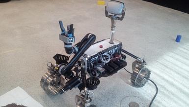LRU ohne Verkleidung mit Roboterarm