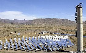 Solar-Turmkraftwerk des DLR in Almeria, Spanien. Quelle: DLR (CC-BY 3.0).