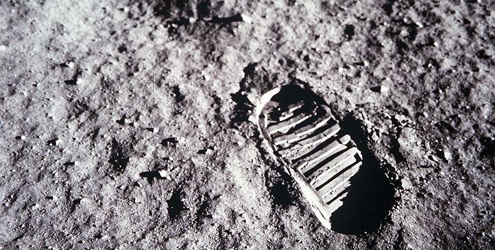 Vor 50 Jahren hinterließen die ersten Menschen auf dem Mond ihre Spuren. In unserem Schulwettbewerb geht es um den nächsten großen Schritt … Bild: NASA