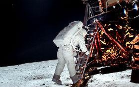 Vor 50 Jahren: Buzz Aldrin verlässt nach Neil Armstrong die Mondlandefähre. Bild: NASA