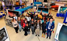 Gruppenbild der Teilnehmenden aus mehreren afrikanischen Staaten und DLR-Mitarbeiterinnen und -Mitarbeitern. Bild: DLR