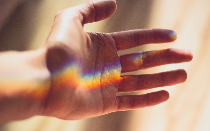 Die weiße Farbe des Lichts ist aus unterschiedlichen Farben zusammengesetzt. Bild: Pixabay