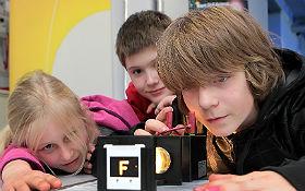 Faszination Forschung! Erlebbar auch für Grundschüler im DLR_School_Lab Berlin. Bild: DLR/Gossmann