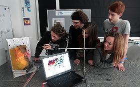 Ein Höhenprofil vom Mars erstellen? Für die Nachwuchsforscher im DLR_School_Lab Berlin kein Problem! Bild: DLR/Gossmann