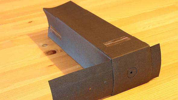 Die selbstgebaute Lochkamera mit variabler Blendengröße und verstellbarem Schirm. Bild: DLR (CC-BY 3.0).