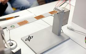 Wackelbalken im DLR_School_Lab Braunschweig. Bild: DLR (CC-BY 3.0).