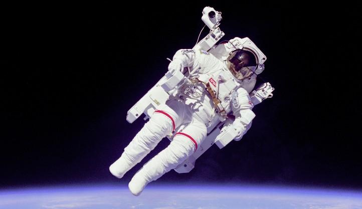 Im Weltall gibt es ein fast vollständiges Vakuum... Doch was bedeutet das für die Astronauten? Bild: NASA