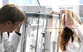 Experimente unter Schwerelosigkeit – Was ist im Weltall anders als auf der Erde? Bild: DLR