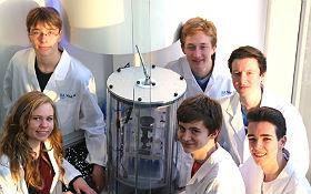 Schülergruppe nach dem Abwurf ihres Schwerelosigkeits-Experiments im Space-Tower. Bild: DLR