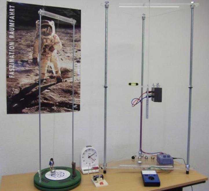 Die Apparatur zur Untersuchung eines Fadenpendels aus dem DLR-Schülerlabor, aber auch eine einfache Schnur mit einer angebundenen Schraubenmutter kommen bei der Schwingungsforschung zum Einsatz. Bild: DLR
