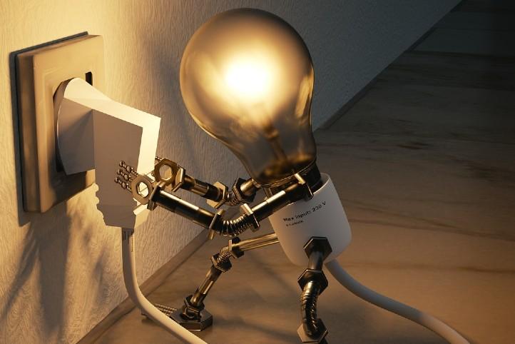 Wie viel Strom verbrauchen wir zu Hause? Bild:  pixabay_freecomon