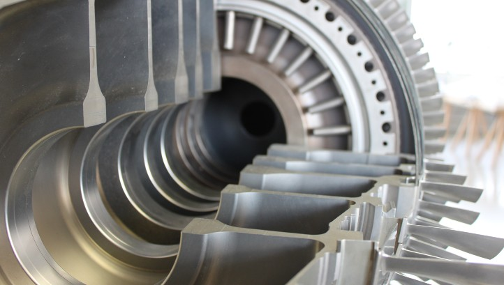 Wir werfen gemeinsam einen Blick ins Innere eines Flugzeugtriebwerks: Welchen Belastungen muss es standhalten und aus welchem Werkstoff sollten die Schaufeln demzufolge bestehen? Bild: Technische Sammlungen Dresden