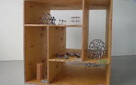 ... oder anhand unseres Werkstoffkubus, in dem ihr Verwendungsbeispiele von Werkstoffen und Strukturmodelle findet. Wir wünschen viel Spaß beim Erkunden! Bild: J. Hahn