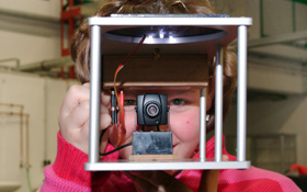 Fallkapsel mit eingebauter Funkkamera. Bild:  DLR