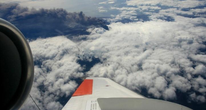Die Aschewolke des Vulkans Eyafjallajökull vom Forschungsflugzeug aus betrachtet. Bild: DLR