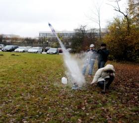 Start der Wasserrakete des DLR_School_Lab. Bild: DLR