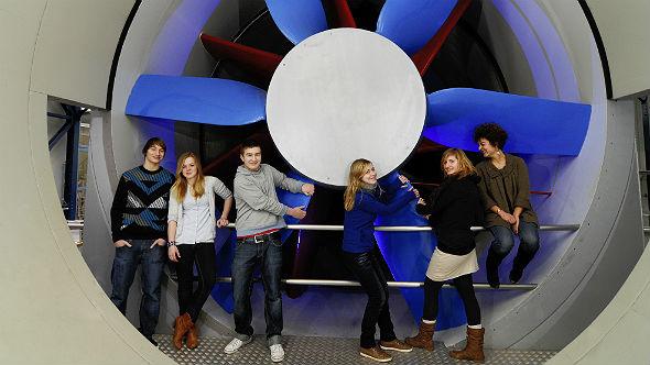 In den DLR_School_Labs erhalten Jugendliche Einblicke in die Welt der Forschung.Bild: DLR