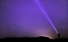 Der Blick in den Sternenhimmel. Bild: Pixabay