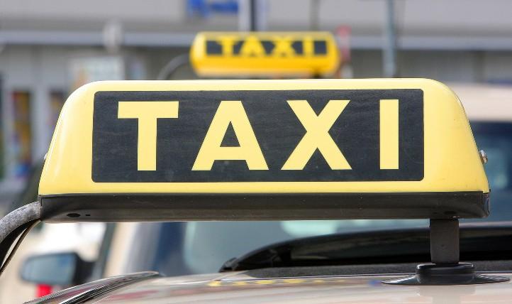 Berliner Taxis bringen nicht nur Ihre Gäste schnellstmöglich ans Ziel. Die Bewegungsdaten helfen auch anderen Verkehrsteilnehmern auf ihrem Weg. Bild: DLR/Gossmann