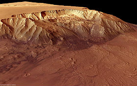 Collapsed slope on Mars. The difference in altitude between the valley floor and the plateau is over 9,000 meters. The image was recorded with a special camera developed at DLR Berlin and installed on the Mars Express probe. Image: ESA/DLR/FU Berlin (G. Neukum).