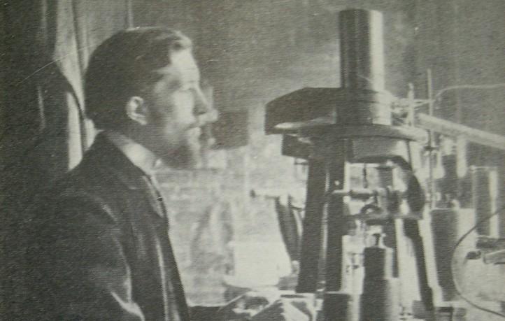 Pierre Curie in seinem Pariser Laboratorium. Quelle: http://www.flickr.com/photos/rosefirerising/1207639392/.