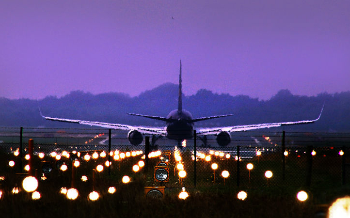 Airplanes on the runway. Credit: DLR/K.-A.