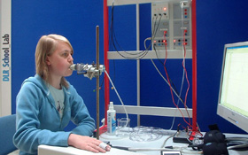Student conducting the experiment cardiovascular physiology. Credit: DLR