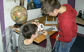 Untersuchung der Optik des Auges. Bild: DLR