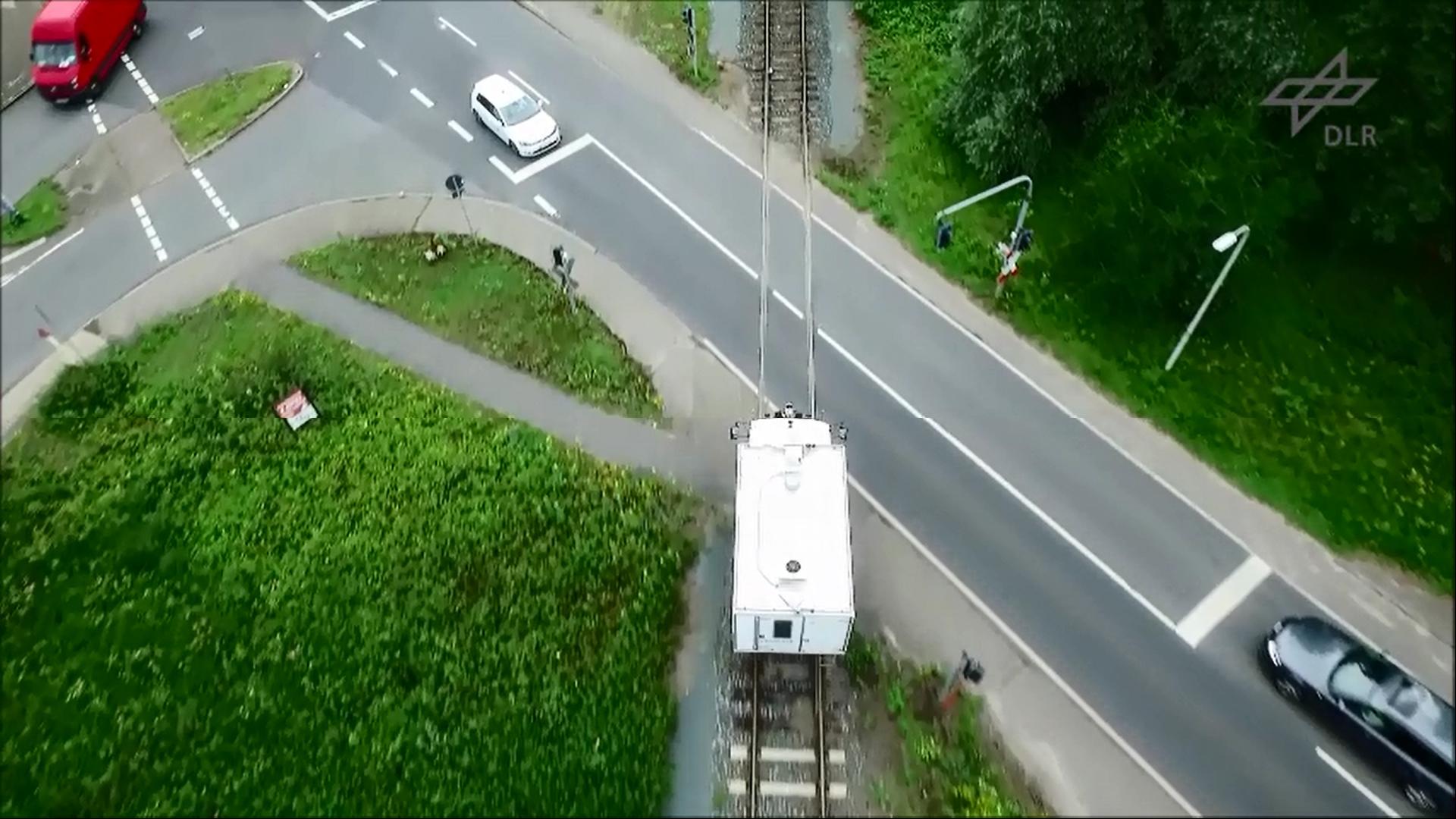 Rail2X-Kommunikation: Schienenfahrzeuge sprechen mit Infrastruktur und Autos
